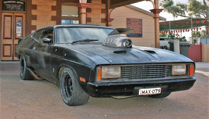 07__Mad_Max_Car_at_Silverton_Hotel,_Silverton,_NSW,_07_07_2007